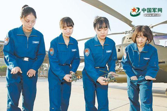 解放军陆航首批武装女直升机飞行员亮相
