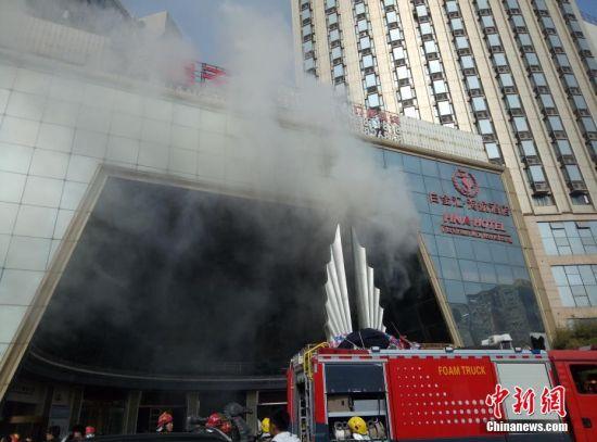 江西南昌一星级酒店发生火灾 有人员被困