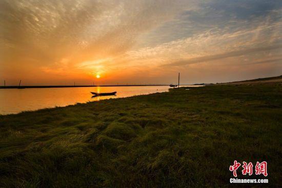 江西鄱阳湖畔美景醉人 碧水云影霞光满天