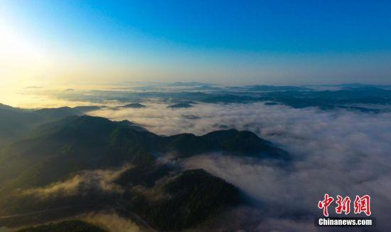 江西钤冈岭云海景观若仙境