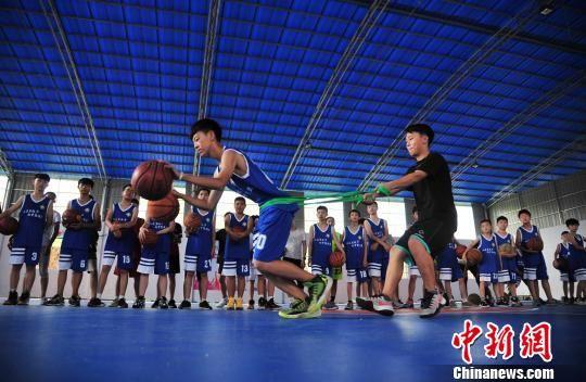 快乐暑假 孩子们的篮球训练营