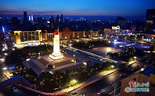 南昌八一广场改造后首次亮灯 灯光璀璨十分壮观