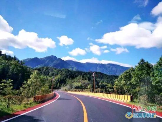 一起领略沿途美景 萍乡首条彩色公路横空出世