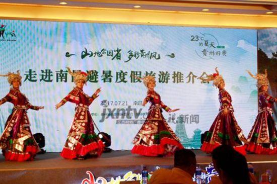 民族特色舞蹈。