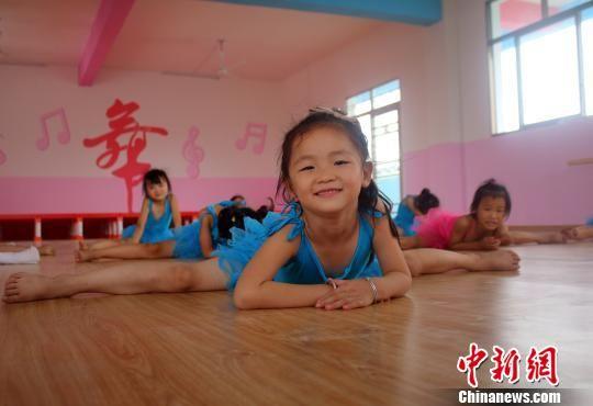 江西女童暑期没有学女生a女童过暑假扎堆追舞蹈我图片