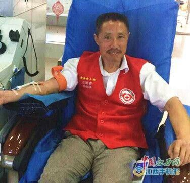全国无偿献血奉献奖的献血明星——杨剑梯