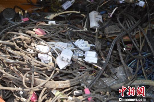 警方查扣的电子垃圾。警方供图