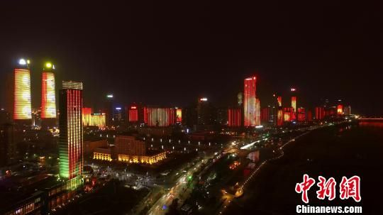 新版灯光秀微电影播放时间为2月8日至3月3日。 桂雄 摄