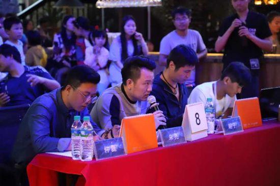 图为华泉小村举办歌唱大赛