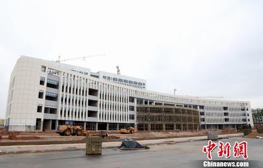 成功运用PPP模式的会昌县人民医院整体搬迁项目,将于2018年底完成综合验收和整体交付。 姜涛 摄
