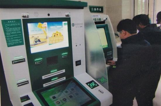 2014年12月,全省农行系统首个真正意义的超级柜台在赣州营业部正式上线运行,标志农行柜台服务进入智能化时代。(档案资料图)