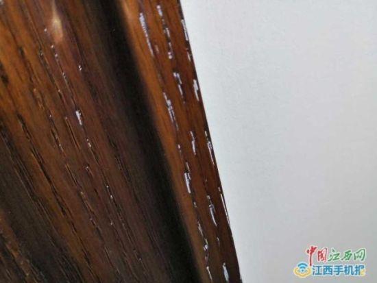 白色乳胶漆嵌在了家具里
