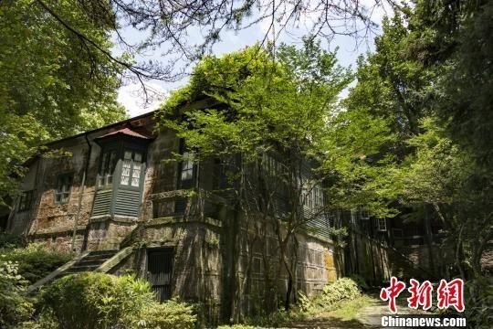 龙8国际娱乐手机登录政协委员建言立法保护庐山百余栋别墅
