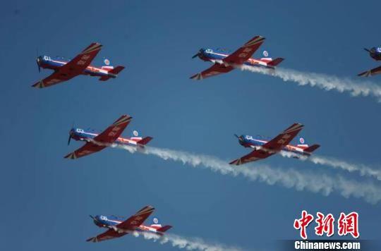 """中国首个""""军转民""""机型获准进入民用航空市场"""
