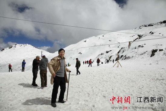 为了考察丝绸之路的分支唐蕃古道,詹明荣到西藏考察