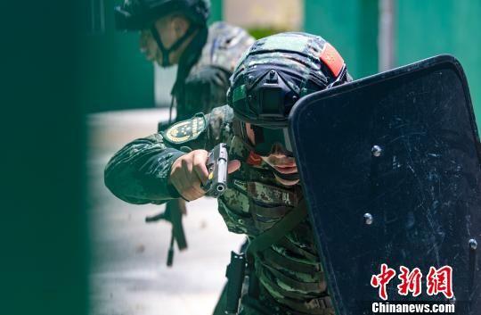 武警官兵酷暑练兵锻造尖兵