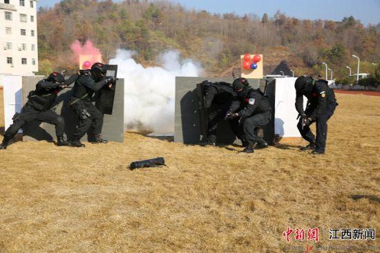 贛(gan)州鐵路(lu)公安處舉辦2019年警體運動會暨全警實戰大練兵比武