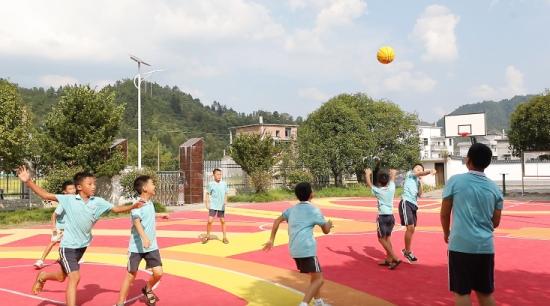 传递环保理念 低碳公益课走进井冈山乡村小学