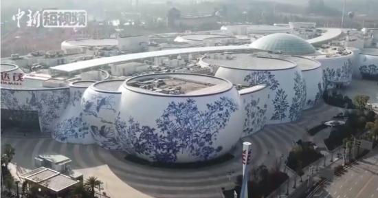 """壮观!空中俯瞰江西南昌巨型""""青花瓷幕墙""""建筑群"""