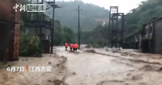直击江西永新消防洪水中救出民众30余人