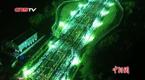 航拍南昌铁路局凌晨施工现场 场面震撼如大片