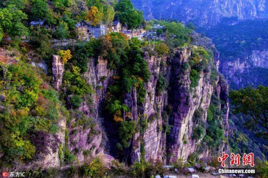 探访世界上最危险村庄 全村住在垂直的悬崖上