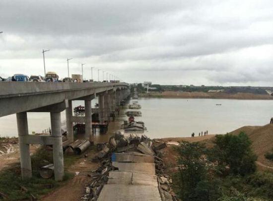 江西泰和一(yi)廢棄老橋坍塌 5人獲救3人仍失聯(lian)
