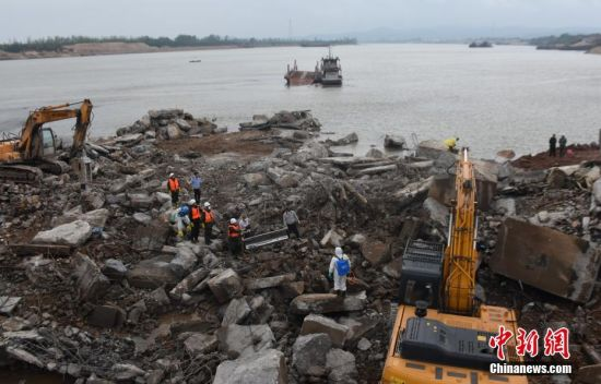 龙8国际娱乐手机登录废弃老桥坍塌事故:3名失联人员全部遇难