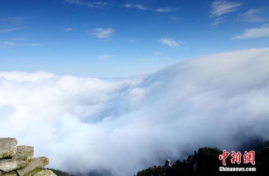 龙8国际娱乐手机登录庐山现壮观云海景观