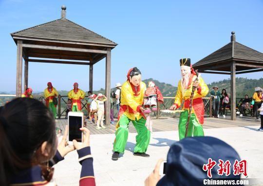 龙8国际娱乐手机登录南丰傩舞表演引游客围观