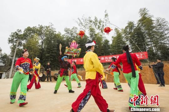 龙8国际娱乐手机登录都昌传统民俗表演迎新春