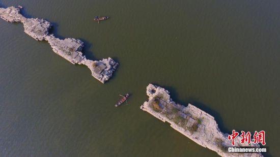 水落古桥出 航拍龙8国际娱乐手机登录仙女湖明代万年桥