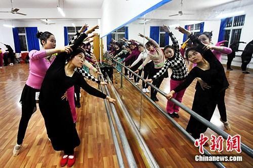"""龙8国际娱乐手机登录新余""""魅力公益课堂""""成女性新时尚"""