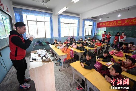 龙8国际娱乐手机登录防雷避电知识进校园 护留守儿童安全