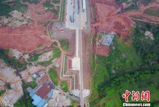 航拍江西赣州港:架起老区与沿海的直通桥梁