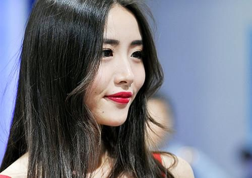"""龙8国际娱乐网址国际车展 车模助阵""""争奇斗艳"""""""