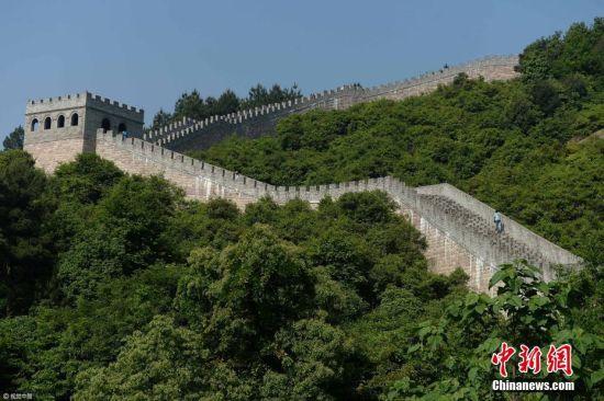 """龙8国际娱乐网址景区现2公里山寨""""长城"""" 现代石材堆建"""