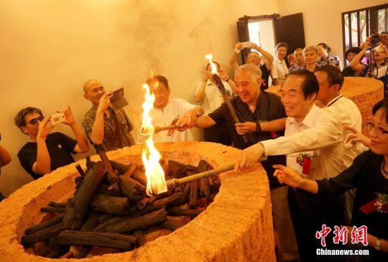 景德镇首次复建复烧清代传统明炉暗炉