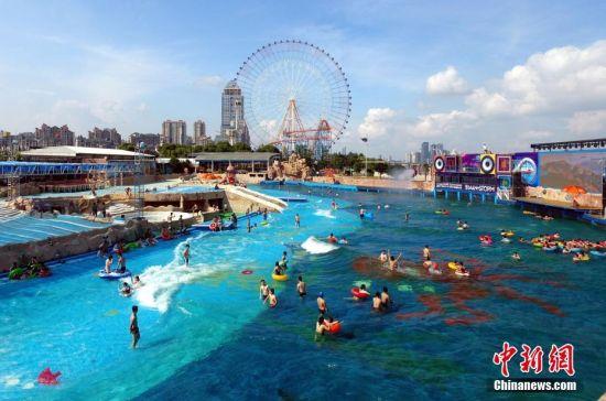 航拍龙8国际娱乐网址赣江水上乐园 民众亲水享清凉