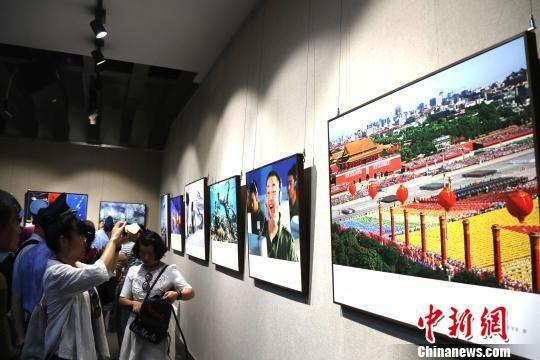 200幅中国军事题材摄影作品江西南昌展出