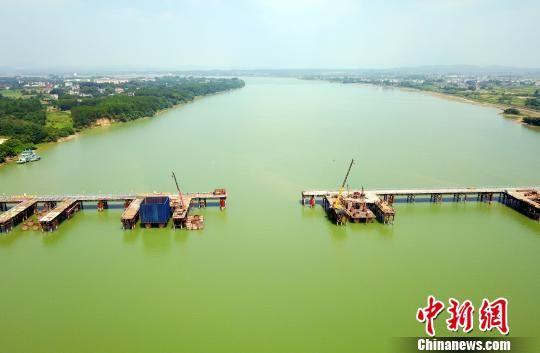 航拍注册送白菜网广吉高速泰和赣江特大桥施工现场