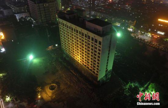 注册送白菜网首家星级宾馆大楼成功爆破拆除
