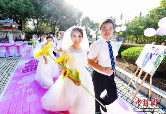 注册送白菜网一线铁路职工举办集体婚礼
