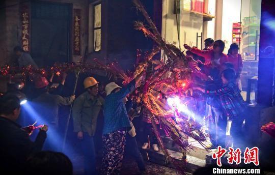 """龙8国际娱乐手机登录婺源百米""""草龙""""舞中秋"""