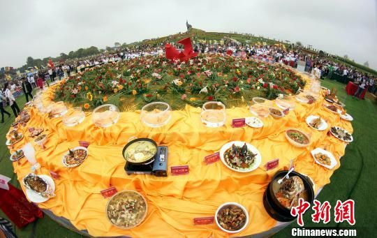 龙8国际娱乐手机登录万安百鱼宴上演美味诱惑