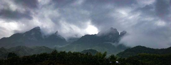 走遍千山 还是铅山:登仙山岭喝红茶