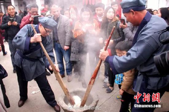 龙8国际娱乐手机登录新余偏远小村自办文化节人气爆棚