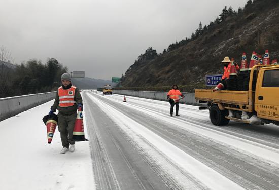 140台专业铲雪设备确保江西高速公路安全