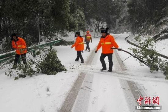 受降雪影响 龙8国际娱乐手机登录多地除雪保畅通
