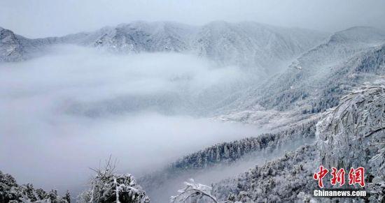 庐山迎最美雪季 冰雪世界宛若人间仙境